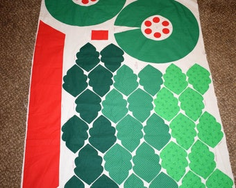 1991 Fabric Traditions Christmas Wreath, Christmas Fabric, Easy to Sew Christmas Fabric, Holly Leaf Christmas Wreath. Vintage Fabric