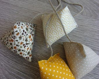 "Set of 4 stuffed ""autumn in Tokyo, bis"". Japanese, beige, ecru and yellow fabrics"