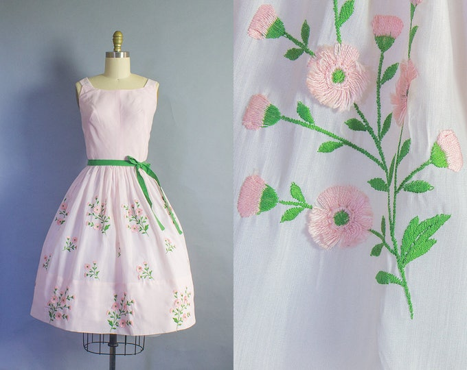 1950s Pink Embroidered Floral Cotton Dress/ Small (34b/25.5w)