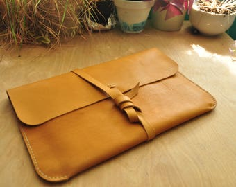 Personalised Simple Leather Laptop Case / Laptop Bag / Carry Case / Macbook / Macbook Air / Laptop Sleeve in Tan Leather