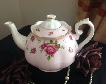 Royal Albert teapot. New Country Roses. Large size. First quality .