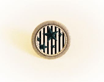 Ring silver pendant and adjustable black stars on beige stripes