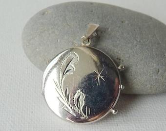 Vintage Round  Engraved Silver Locket, Silver Tone Locket Pendant, Round Locket, Retro Jewelry, Big Locket Pendant, Vintage Silver Pendant