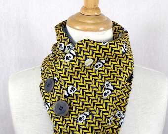 Yellow scarf with motive panda collar