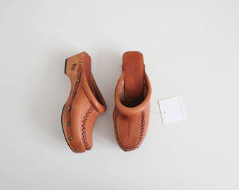 70s wooden clogs | clogs 6.5 | brown leather clogs