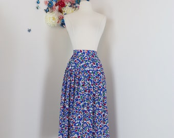 "1940s Style Skirt - Floral Pleated Midi - 1980s Full Flare Skirt - Blue White Red - Dancing Skirt - Size Medium 28"" Waist"