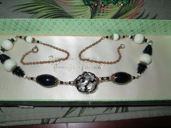 Lovely vintage black and white art glass necklace 21""
