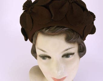 1930s Brown Felt Hat with Sculpted Daisies