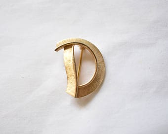 "Vintage Trifari D Monogram Initial Brooch Coat Sweater Scarf Pin Signed Retro Costume Estate Jewelry 1"""