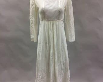 White Bohemian Nightgown 1980s Diane Von Furstenberg  Size XS 0 Romantic Nightgown Bohemian Nightgown Hippie Nightgown