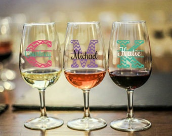 Custom Initial Wine Glass/Personalized Name Gift/Chevron Letter/Monogram/Friend/Sister/Mom/Grandma/Aunt/Niece/Bridesmaids/Thank You/