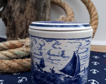 Delfts Blauw Handpainted blue and white ceramic pot
