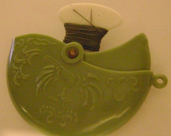 vintage HANDY SPOOL Round Sage Green Plastic Case with 2 Needles and 3 Threads - Swan / Dutch Designs - Repair Kit