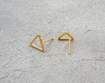 Open triangle gold Stud Earrings, geometric earrings yellow gold, gold Stud Earrings, 16 K earrings, minimalist gilded open triangle