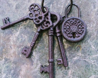 Cast iron Set of Four Different Size Keys and Lock
