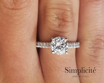 2 ct SI1 Round Cut Diamond Ring, Solitaire With Accents Engagement Ring, White Gold 18K