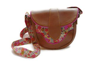 Sac à main / Besace / en simili cuir Camel / Touches de Rose Fluo et Liberty Floral Betsy Fluo Thé