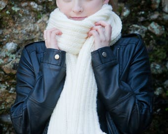 Ladies Hand Knitted Cream Scarf