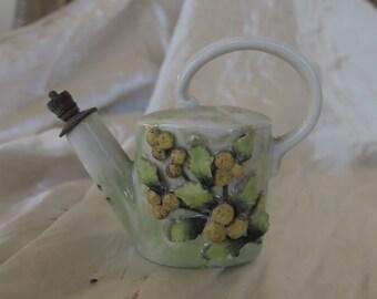 ancien flacon en porcelaine en forme d'arrosoir, vintage France, publicitaire mimosa de Nice,old porcelain bottle shaped watering can