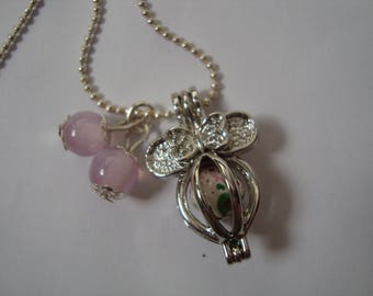 Necklace with metal cage pendant necklace