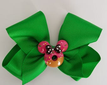 2 x Matching Green Hair Bows with Minnie Mouse Centrepieces