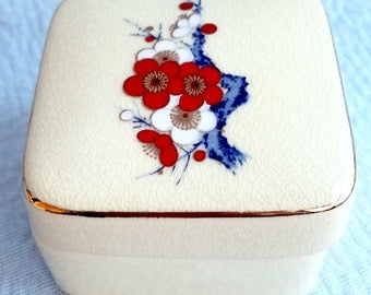 Vintage Japanese Porcelain Flower Design, Snuff-Trinket Box, Hand Made!