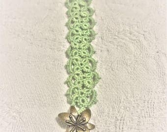 Green bracelet with tiger lily clasp
