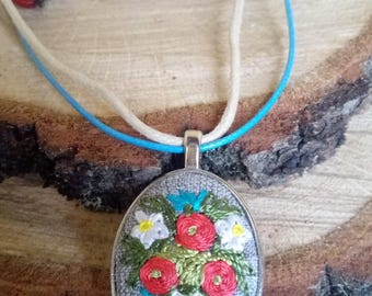 Red poppies necklace Embroidered pendant Embroidery Floral jewelry Botanical pendant Flower wife jewelry Wild flower jewelry Ukrainian jewel