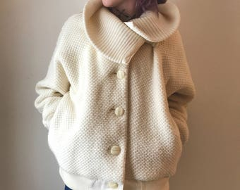 super cozy vintage cream sweater coat with dolman sleeves, pockets, and huge collar!
