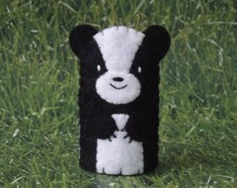 Skunk Finger Puppet - Forest Animal Puppet - Woodland Animal Felt Skunk Finger Puppet - Skunk Toy