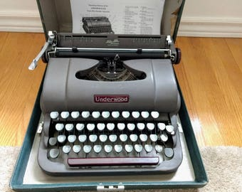 Gray and Maroon Underwood Deluxe Manual Portable Typewriter and Travel Case Finger Flite Universal made in Canada metal 1950 Working Order