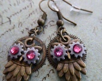 Steampunk owl earring - Steampunk earrings - Owls - Fuschia swarovski crystals