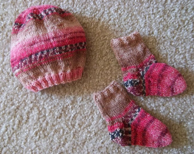 Baby Set Hat and Socks - Handknitted Baby Set - Size up to 3 Month
