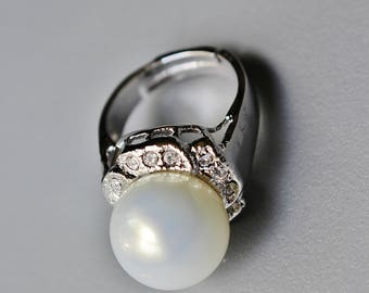 90s Silver Tone Metal Large Faux Pearl Clear Crystal Accent Adjustable Ring Costume Jewelry