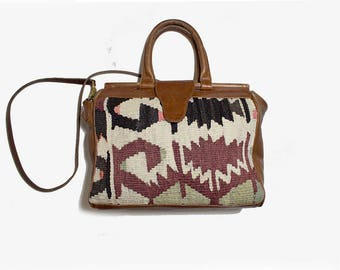 Vintage Kilim Bag / Kilim Doctor Bag / Carpet Bag / Tapestry Bag / Wool and Leather Bag