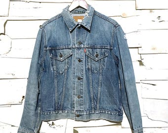 Vintage 1970's Levi's Distressed Light Blue Denim Jean Jacket Made in USA - Medium