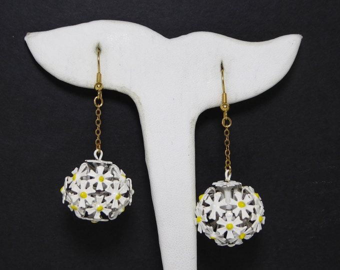 Reserve for Friend MOD Dangling Flower Beads Earrings, Pierced Hook, Chain & Ball Bead of Fowers, White Yellow Daisy Flowers -