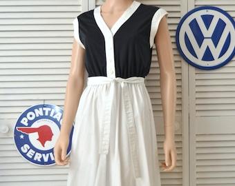 Vintage Women's 70s 80s Dress Black & White Colorblock/Two Tone/Caron Chicago/Short Sleeve Matching Belt/Theater Costume Juniors Medium