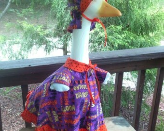GOOSE CLOTHING - Halloween - Plastic or Concrete lawn goose Halloween Dress