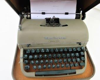 Vintage Remington Typewriter | Manual Typewriter | Old Typewriter with Case | Quiet Riter Typewriter – AS IS
