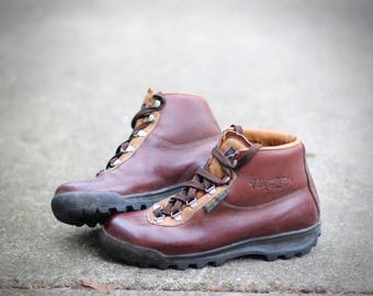 Lovely 1986 waterproof Gore-Tex & leather hiking boots - Made in Italy by Vasque - Women's 7 - May fit smaller trans / males
