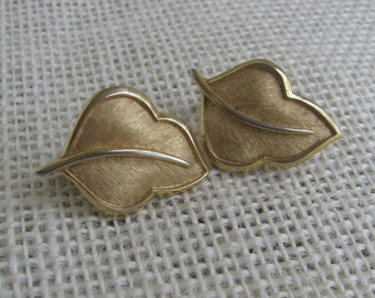 Vintage Trifari Gold Leaf Earrings, Clip On Earrings, Gold Tone Metal Leaves, Jewelry Accessory, Autumn Leaf