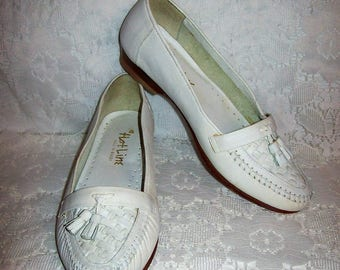 Vintage Ladies White Woven Leather Tassel Loafers Slip Ons Flats by Hot Line Size 5 1/2 Only 9 USD