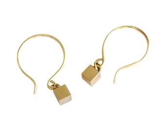 Tiny Cube Earrings,Geometric Ear Piece,Dainty Gold Dangles,Geometrical Gold Jewelry,Minimal Cube Earrings,Drop Earrings,Dangling Earrings