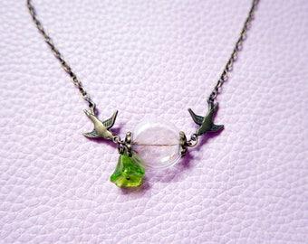 Necklace Crested dandelion bird