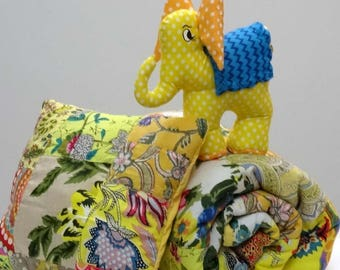 Baby blanket / play mat in yellow cotton with small pillow and blanket elephant patchwork