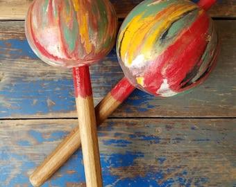 2 MID CENTURY MARACAS Hand Painted Vacation Souvenir Trinidad Tobago
