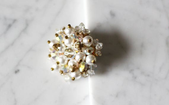 1980s cluster sparkly brooch // 1980s pearl brooch // vintage brooch