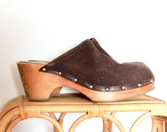 Vintage Brown Suede Clogs/ Vintage leather Clogs (size 8.5) / Vintage Wood Clogs/Vintage Brown Suede Clogs/Vintage Brown Suede Clogs/Mules