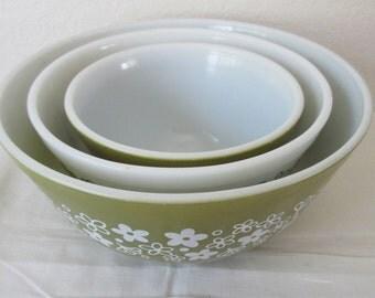 Vintage Set of 3  Pyrex Crazy Daisy/ Spring Blossom Nesting/ Mixing Bowls  401, 402, & 403